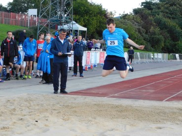 Oliver Carton standing long jump
